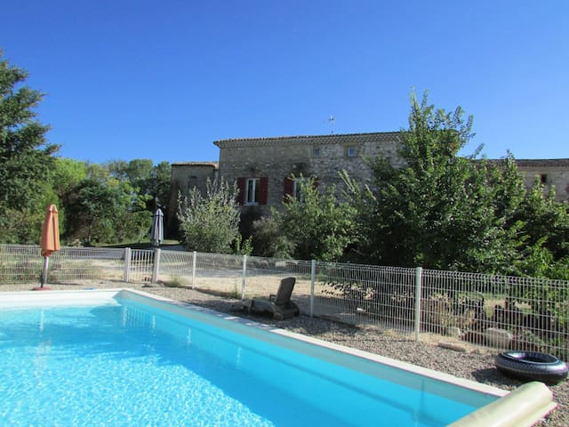 Charming gîte w/ pool access Srevas - Servas