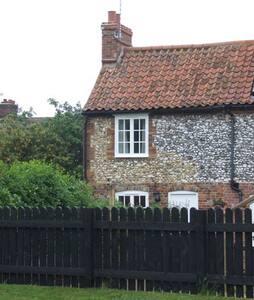 End Cottage, charming 2 bedroom flint cottage