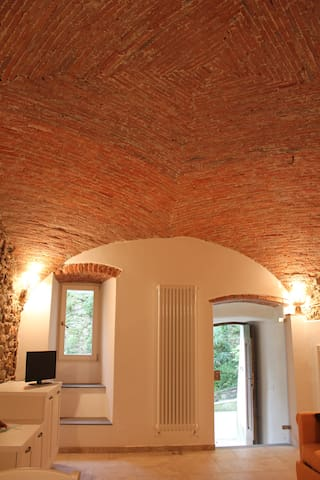 Arcola: brick vault and stone walls
