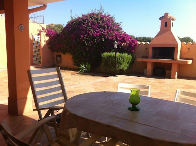 Casa con ampio giardino a Sa Marina - Bari sardo - Huis
