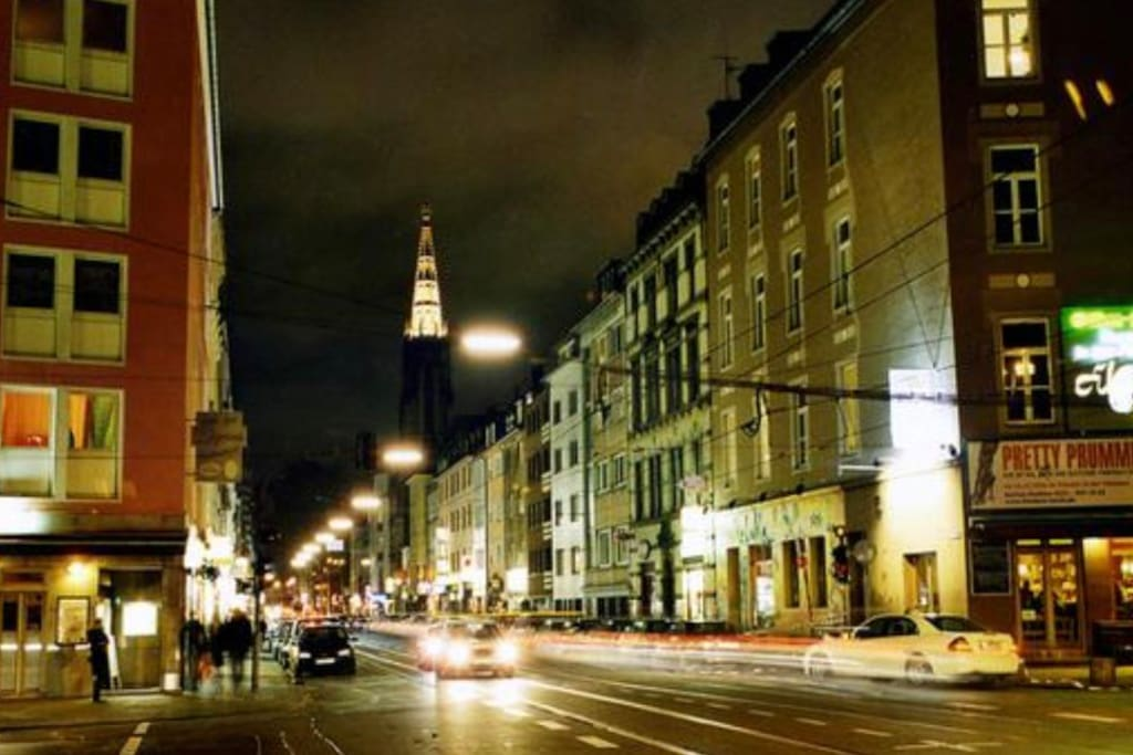 Die Zülpicher Straße ist in 2 min Fußläufig zu erreichen