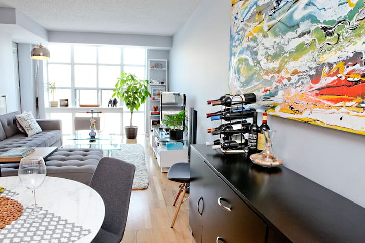 Comfortable living space with incredible views of the city any time of the year!