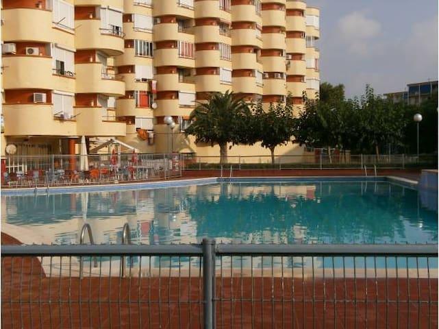 studio meublé  bord de mer Espagne - La Pineda - Flat