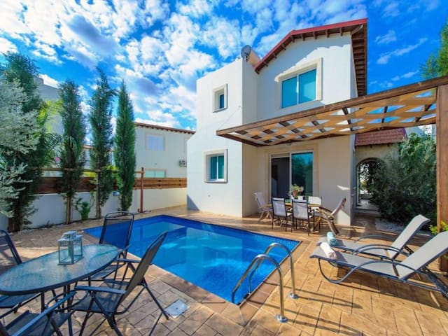 Villa Katia, Beautiful 4 BDR villa - Pernera - House