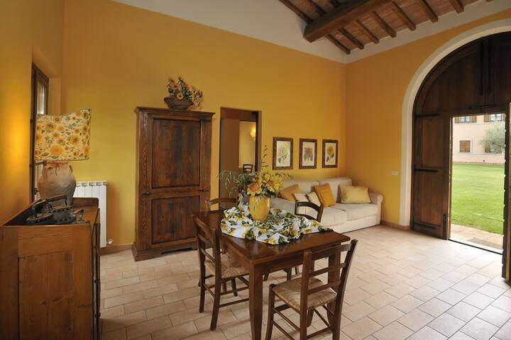 Sunflower Cottage & Garden, 7 km from Perugia