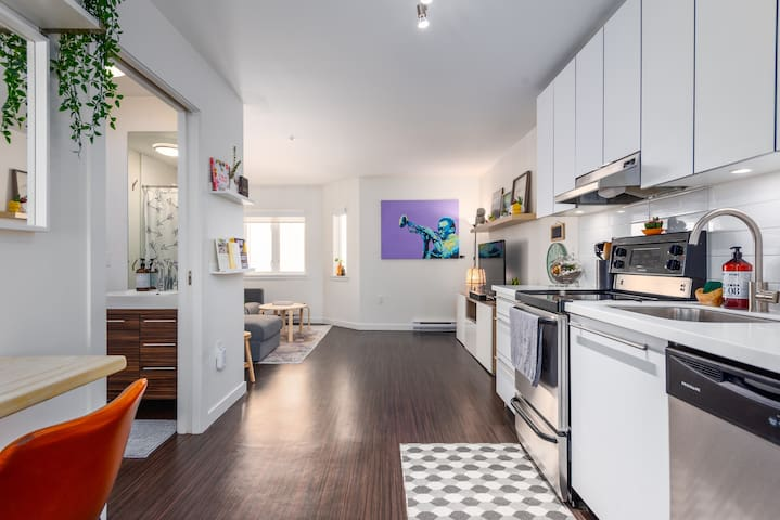 Stylish Gastown 1 Bed Haven Perfect for Two w/ AC
