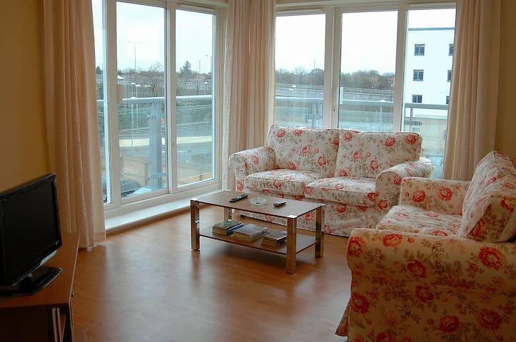 Attractive & comfortable apartment in Sunbury. - Sunbury-on-Thames - Huoneisto