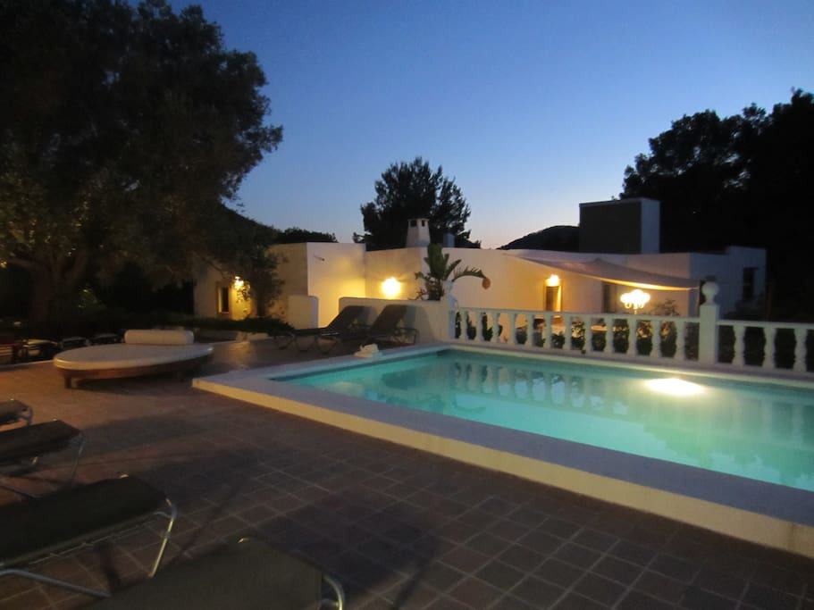 Reformed peaceful farmhouse with pool aq 123 06 case for Piscinas san agustin burgos