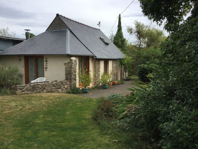 Beautiful cottage in the countryside - St. Berthevin la Tanniere  - Guesthouse