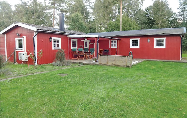 Holiday cottage with 4 bedrooms on 65 m² in Blentarp
