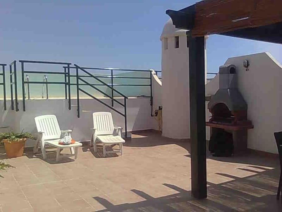 Atico con piscina privada apartamentos en alquiler en for Alojamiento con piscina privada