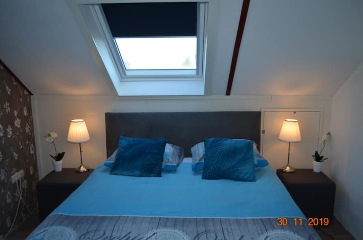 Room Geneve with Kingsize Bed and Lake View