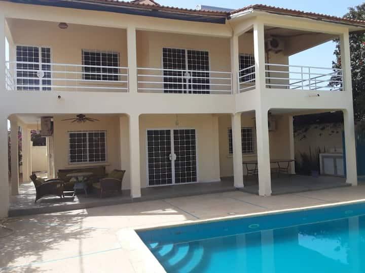 GALLE BOCAR , belle villa pres de la mer  NGAPAROU