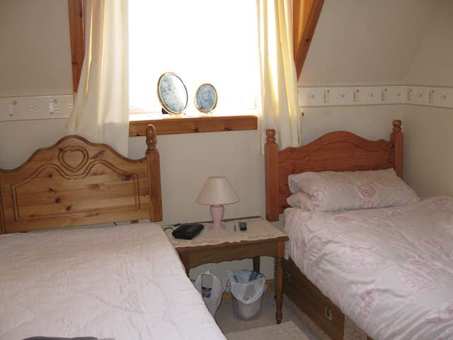 Bright Twin Room - Thurso