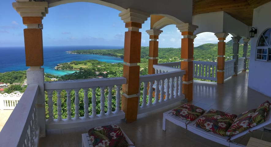 Master Suite Ocean View at Harmony Heights Villa