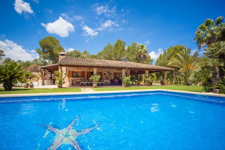 BON PAS - Villa with private pool in Alcudia - Malpas. Free WiFi