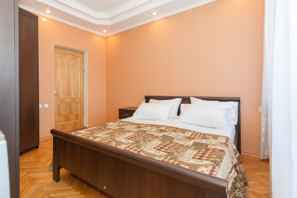 Удобная 2-х спальная кровать