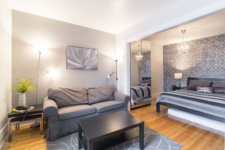 BEST location in town: Berri-UQAM! - Montreal - Apartment