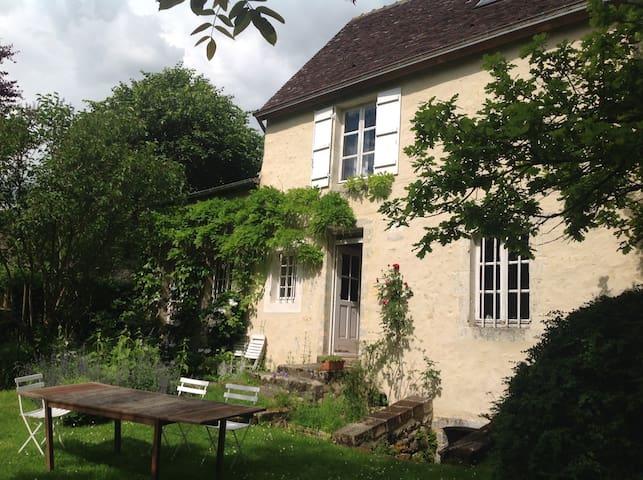 Le perche dans un jardin - Le Gué-de-la-Chaîne - House