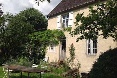 Le perche dans un jardin - Le Gué-de-la-Chaîne - บ้าน