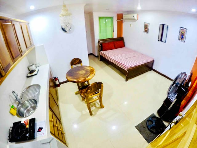 Studio Apt Diniwid Boracay w/ pool near Legacy Gym