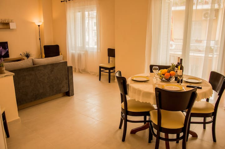 Corfu's Heart Apartment (90m² 3rd floor elevator)