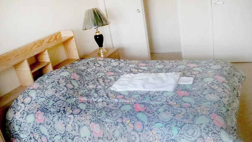 Comfy room near JFK, 1 block  Beach - Queens - Lägenhet