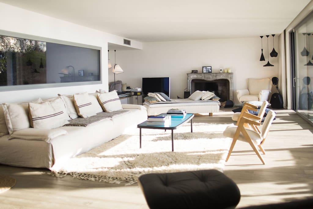 Maison luxueuse et design avec piscine 400m2 maisons for Piscine design marseille