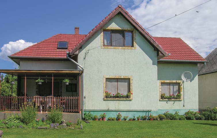 Holiday apartment with 3 bedrooms on 72 m² in Vonyarcvashegy