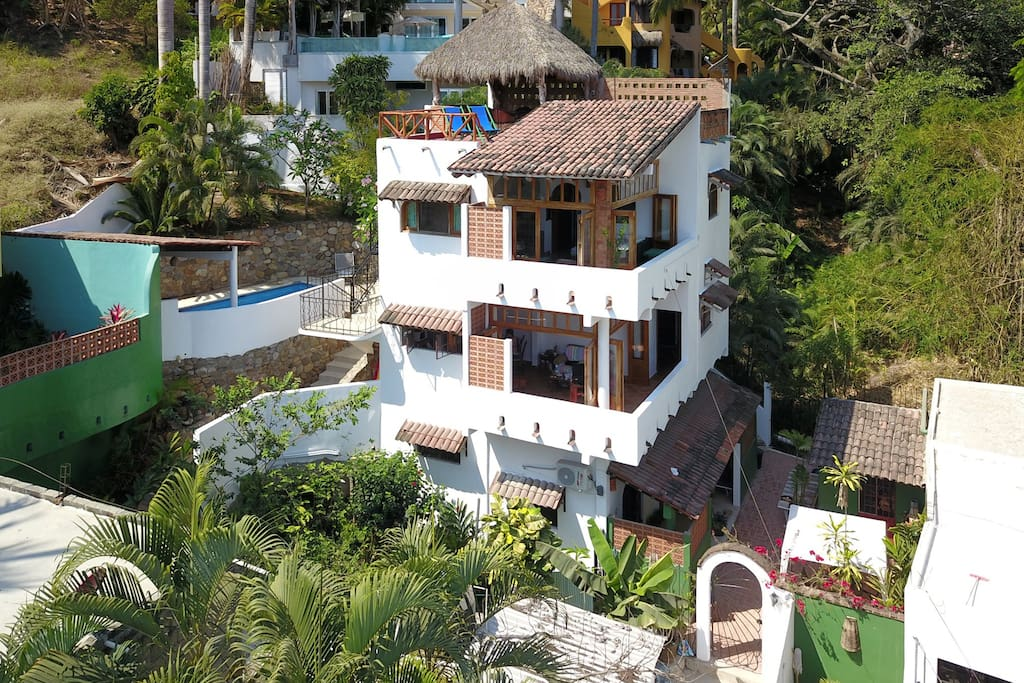 Casa Rio Zarquito is located on a secluded jungle hillside just minutes from the center of town. There are 3 available units in Casa Zarquito.