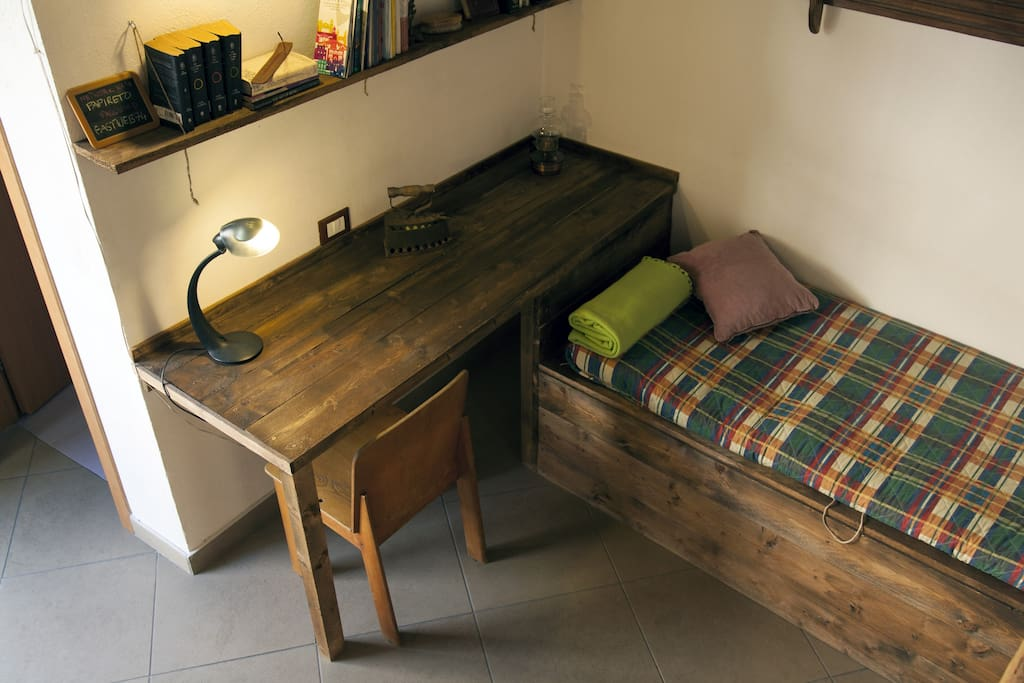 Desk and sofa/single bed