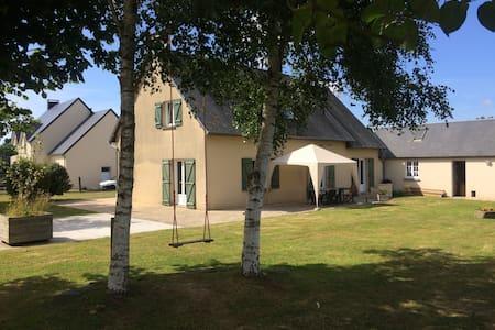 Chambre en campagne proche de la mer. Box cheval - Saint-Aubin-des-Préaux - 独立屋