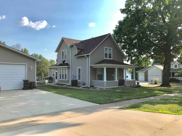 Burlington, IA - Single Family Home - 3 Bedrooms