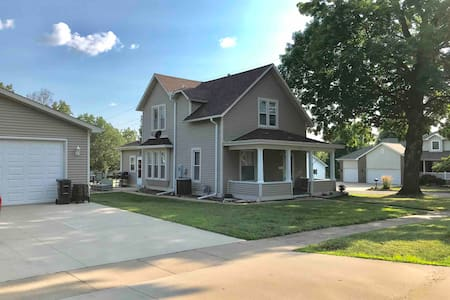 Burlington, IA - Single Family Home - 3 Bedrooms