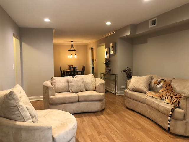 Gorgeous First level apt home with 2 bdr & 2bth!