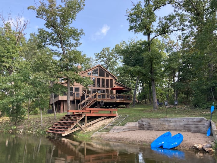 Spacious Chalet on Family Friendly Grendel Lake