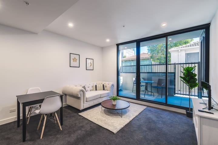 38 Brand New 1 Bedroom, Box Hill Centro w/Parking