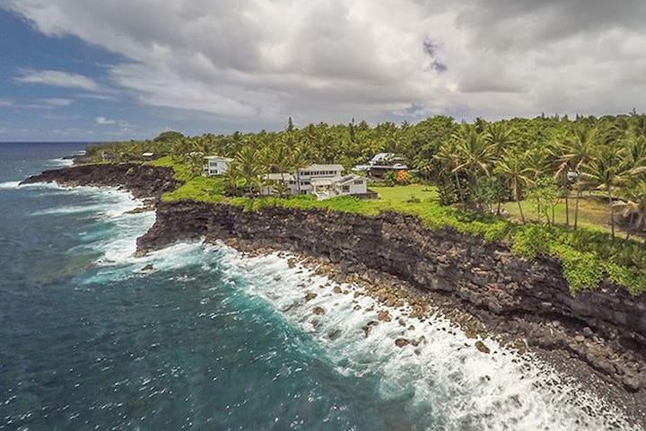 Black Sand Beach House ~ Ocean Views-Kehena Beach - Pāhoa - Huis