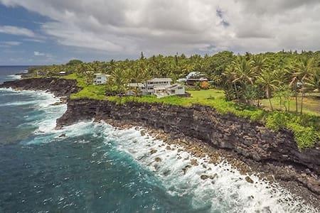 Black Sand Beach House ~ Ocean Views-Kehena Beach - Pāhoa