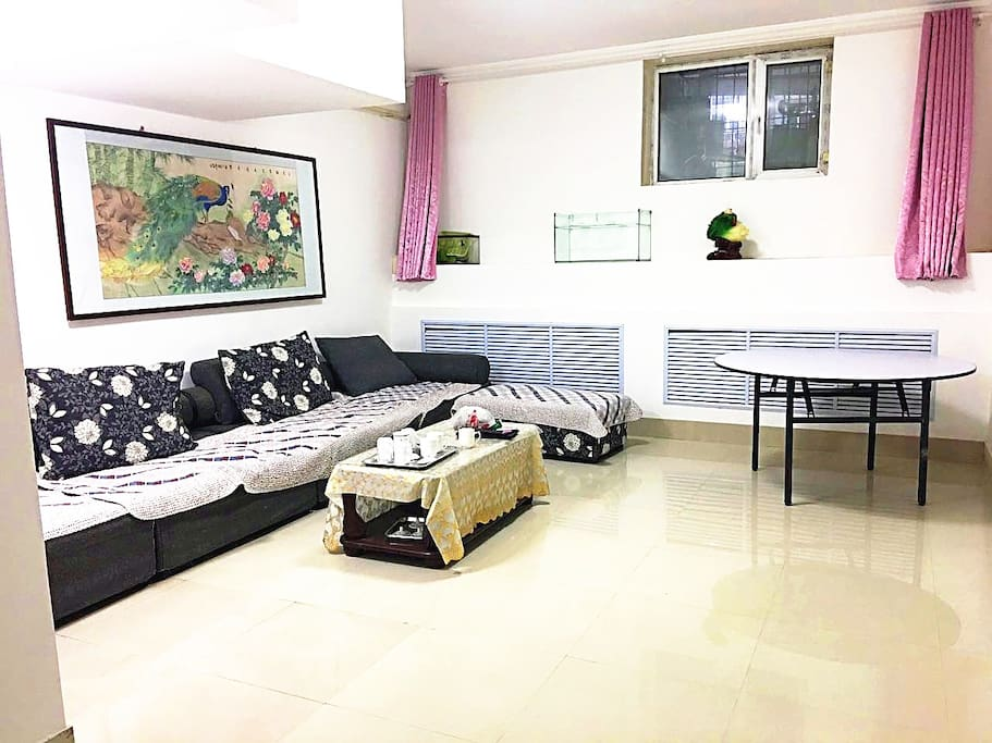 宽敞明亮的客厅