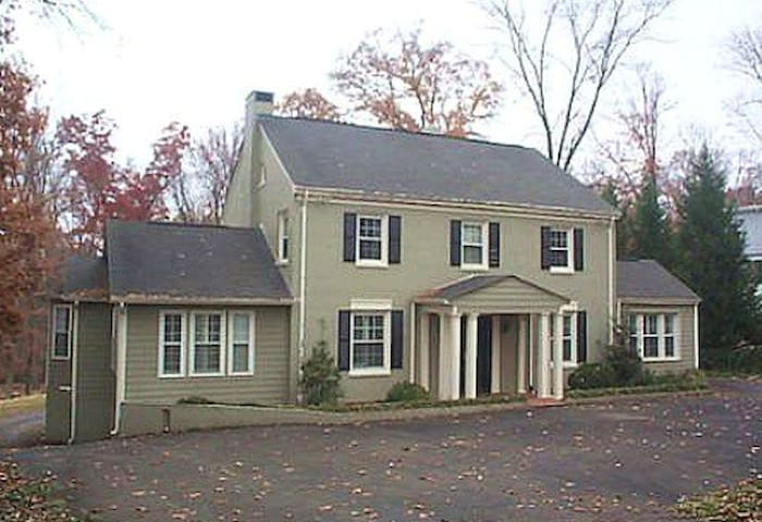 Mulberry Road, Forest Park, Martinsville. - Martinsville - House