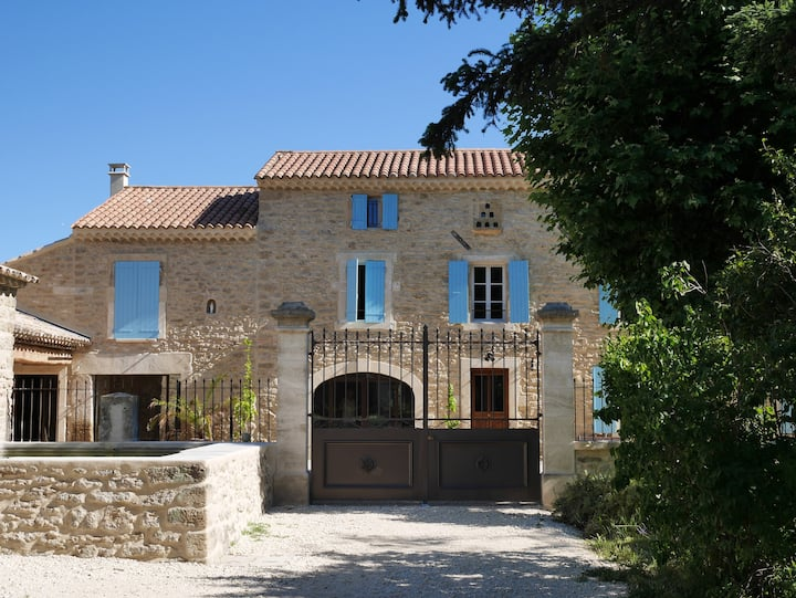 Independent cottage on traditional Provence Domain