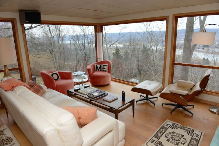 Retro-Awesome & Spectacular Views - Ithaca - Apartment