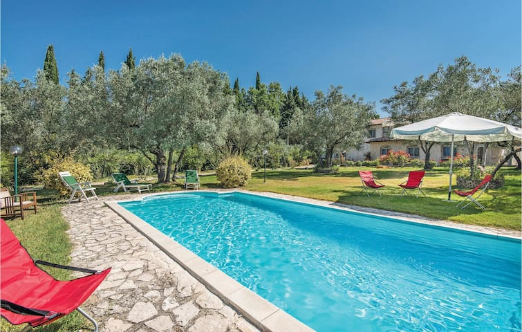Holiday cottage with 4 bedrooms on 300 m² in Monteleone Sabino RI