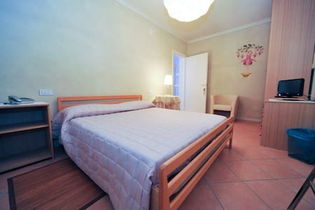 Camera Fata Fucsia - Argelato - Bed & Breakfast