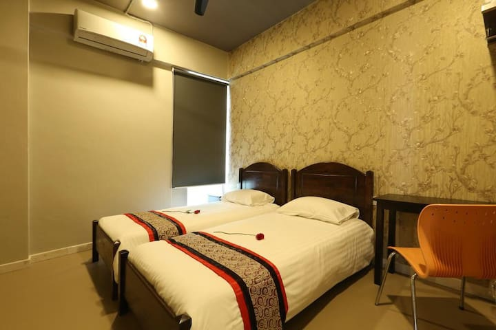 SK HOMESTAY TWIN BED WITH SHARED BATHROOM