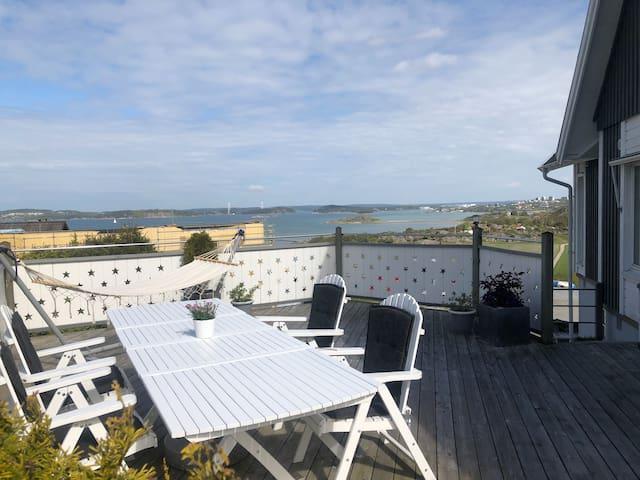 Villa med havsutsikt och gångavstånd till stranden