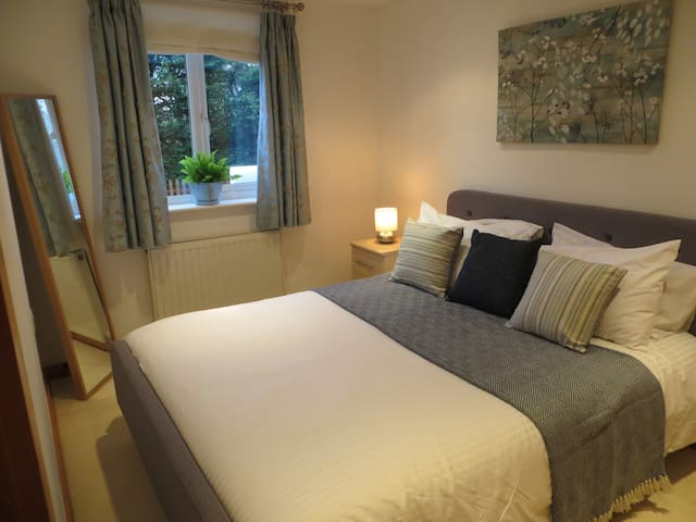 Beautifully presented holiday flat, moor & beaches