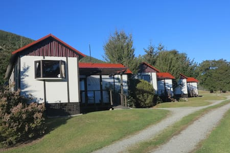 Tophouse Mountain View Cottages