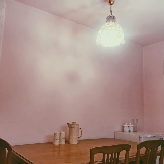 饭厅,我超爱的retro风格。